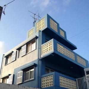 施工事例:青空と雲にマッチした、エレクトリックブルー 浦添市当山 S様邸